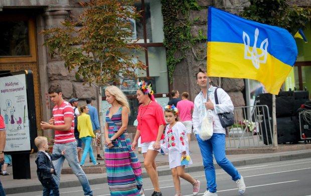 Нові тарифи, монетизація субсидій і зміна мобільного оператора: з 1 травня на українців чекає сюрприз