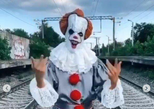 Клоун Пеннивайз, скриншот видео