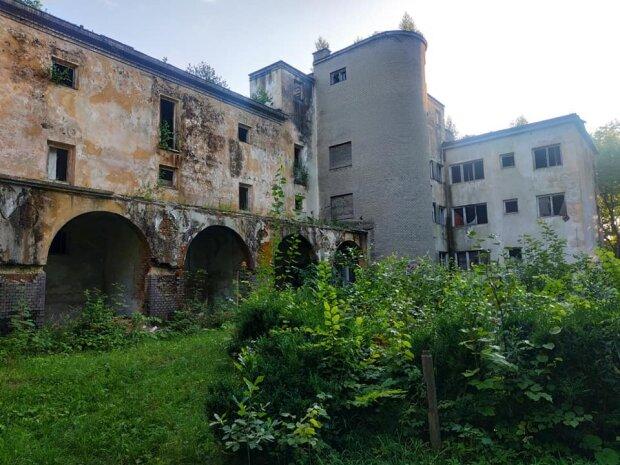 Нагадує Чорнобиль: популярний курорт під Львовом показали одним фото, тотальний занепад