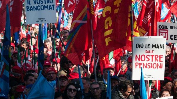 Ціла країна повстала проти уряду: сотні тисяч вийшли на вулиці, ситуація загострюється