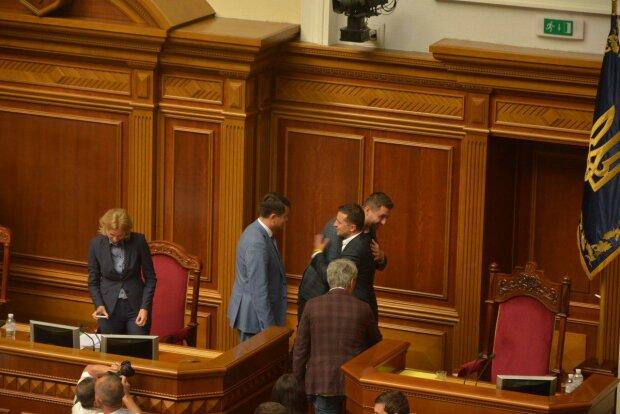 Депутатам новой Рады выдали первую зарплату: кому и сколько перепало