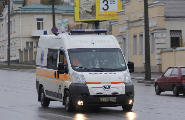 Водій на шаленій швидкості переїхав пішохода, поліція просить впізнати тіло