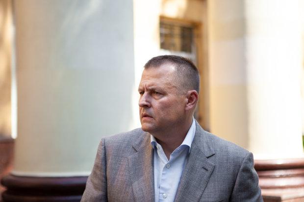 """""""Респект вам, ребята"""": в Днепре эвакуировали Mercedes мэра Филатова, эпичное видео"""