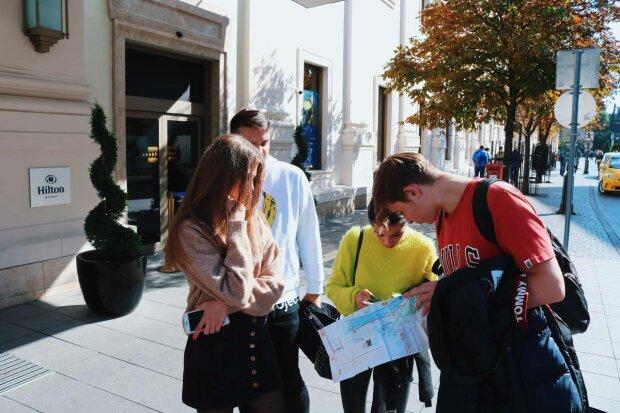 Туристи, фото: Знай.ua