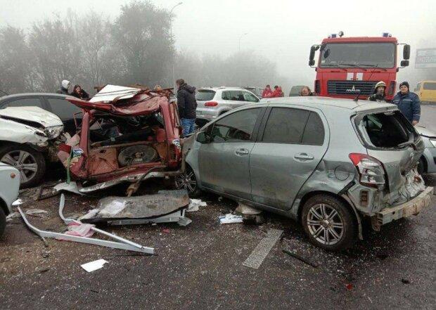 Під Харковом у кривавій ДТП загинули 5 людей, від Lanos залишилися одні колеса