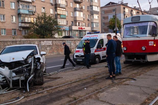 Напився до бісиків: дніпровський мажор на Porsche вилетів на трамвайні колії, дике відео