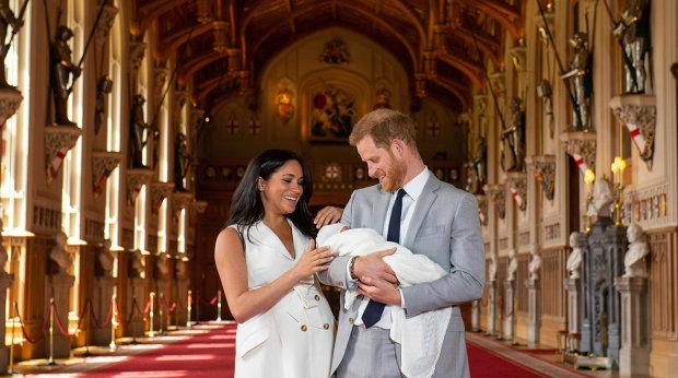 Новорожденный сын чувственно поздравил принца Гарри с Днем отца: фото