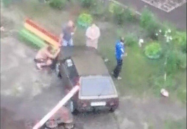 """Под Днепром взбешенная машина без водителя разгромила детскую площадку, очевидцы в ауте - """"Восстание"""""""