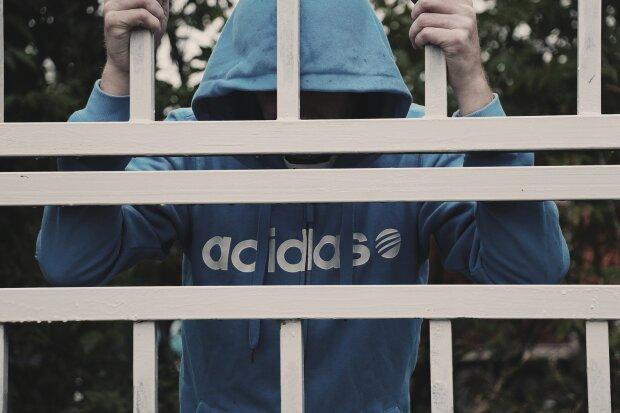 заключенный в тюрьме, фото Pxhere