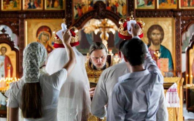 Церковные обряды в Киеве: сколько придется выложить за крестины и венчание