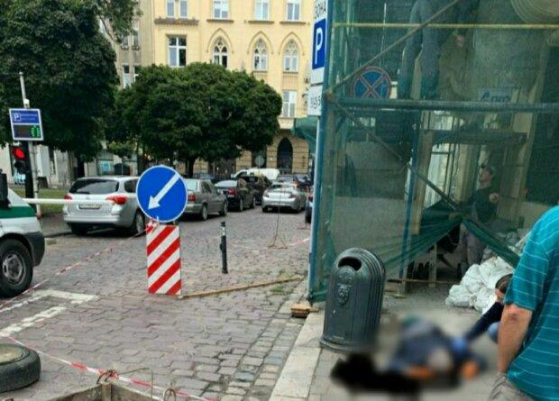 У Львові чоловік впав з моторошної висоти і розбився, не втримавши рівноваги