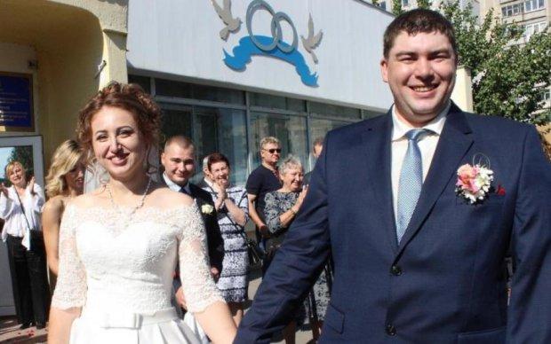 Вакарчук поздравил со свадьбой известного АТОшника, который чудом выжил