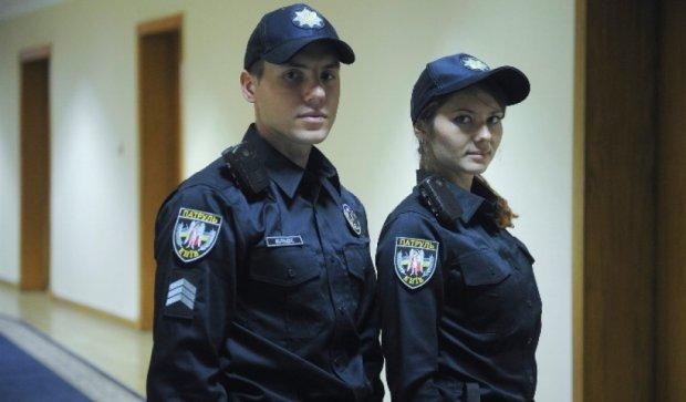 Яценюку не сподобалися черевики столичних патрульних (фото)