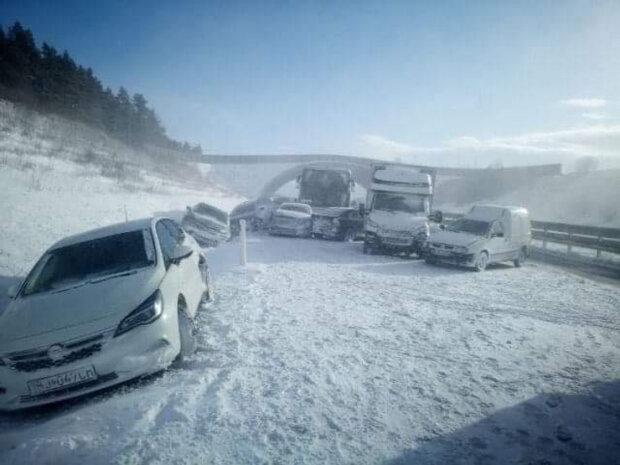 Десятки пострадавших и 20 разбитых авто: в масштабное ДТП в Словакии попали украинцы