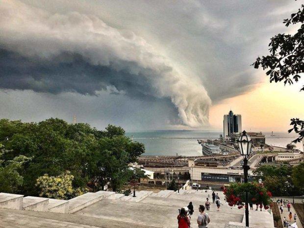 В сети показали летнюю Одессу перед грозой: от снимков захватывает дух