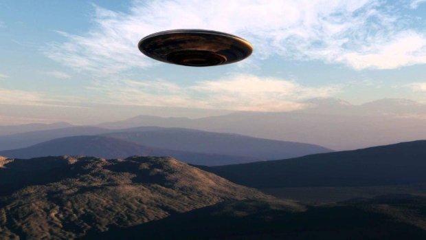 НЛО устроил эпичные гонки с самолетами, NASA в шоке, в это невозможно поверить