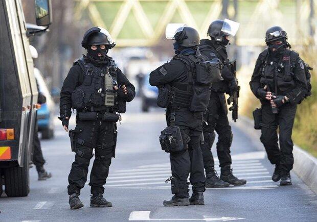 Мужчина с ножом напал на офис полиции: столица на ушах, есть погибшие