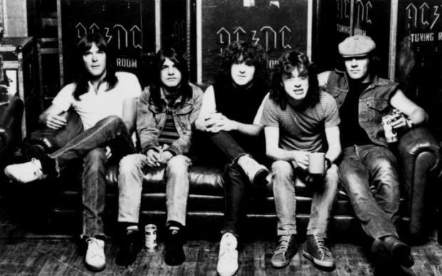 Конец целой эпохи: умер легенда AC/DC