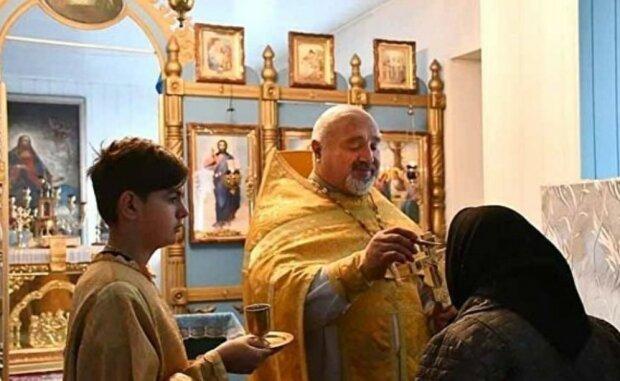 Священик-качок, кадр з відео