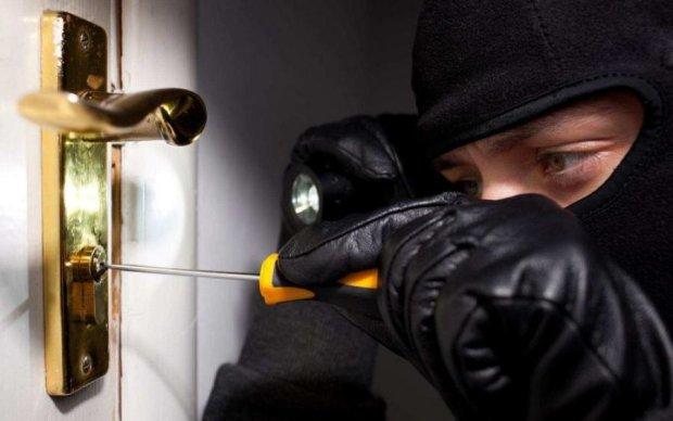 Як убезпечити свій будинок від злочинного умислу?