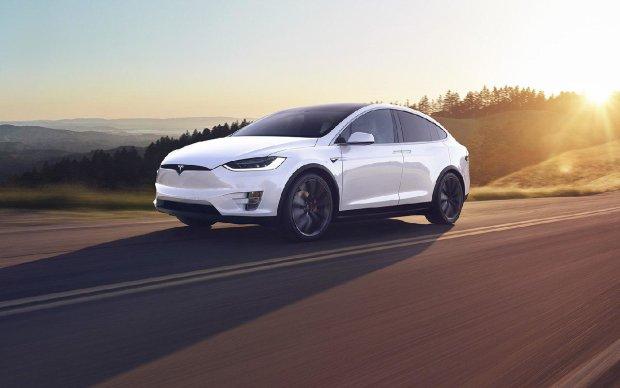 Маск знову не дотримав слова: Tesla годує клієнтів обіцянками