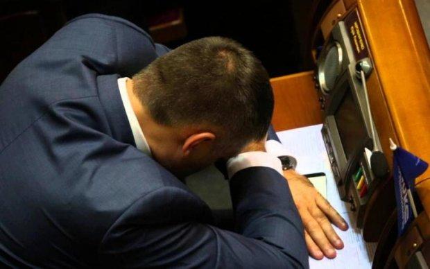 """Недоторканні та байдужі: хто з депутатів """"відпочиває"""" за гроші українців"""