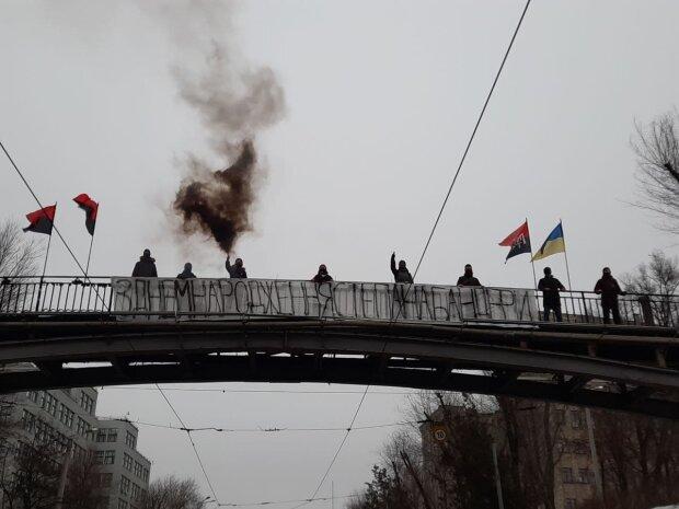 """""""Правий Сектор"""" привітав харків'ян з Днем народження Бандери: банер, прапори і димова шашка"""