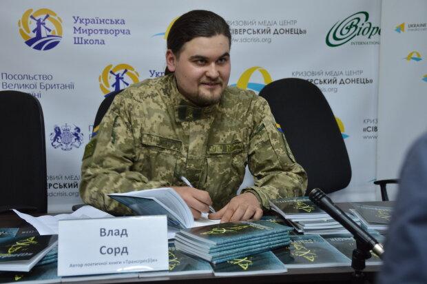"""Стихи под """"Градами"""": винничанин показал непоэтичные будни охваченного войной Донбасса"""