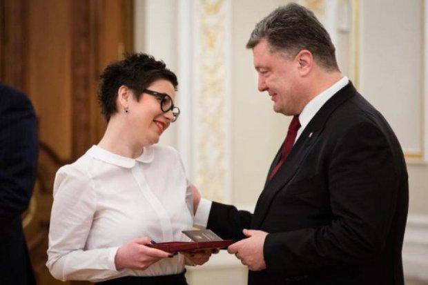 """Авторку пісня """"Вітя, чао!"""" Порошенко нагородив орденом княгині Ольги"""
