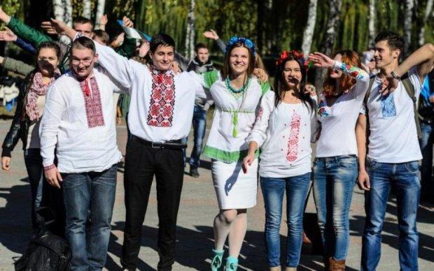 """Майбутні заробітчани: влада """"ефектно"""" виселяє студентів у Польщу"""
