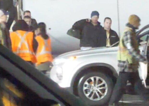 Гарри прилетел в Канаду, фото скриншот