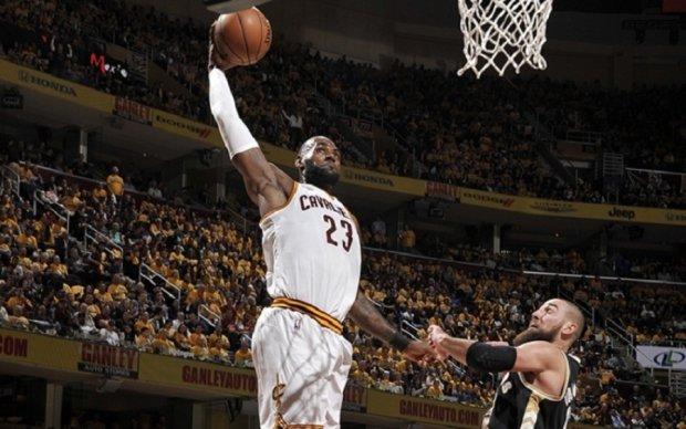 НБА: Данк Джеймса в швидкому відриві - найкращий момент ігрового дня