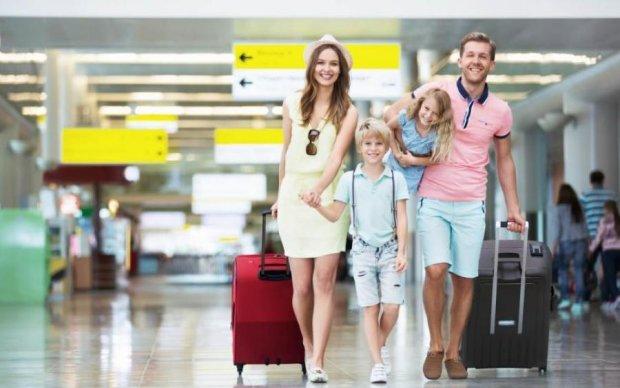 Правила выезда ребенка за границу изменены: что нужно знать