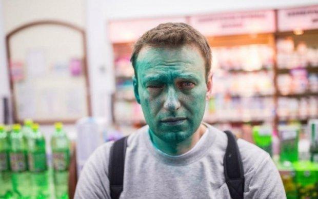 Путініст засліпив Навального на одне око
