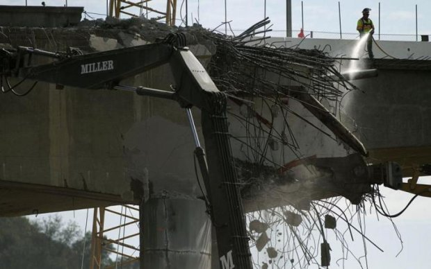 Захист Керченського моста розвалився від шторму
