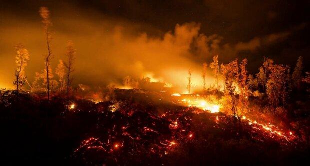 Вулкан перетворив популярний курорт на пекло: все залила розпечена лава, налякані люди втікають