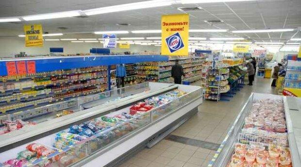 """В харьковском супермаркете """"скупилась"""" обезьяна: экзотический шопинг показали забавным видео"""