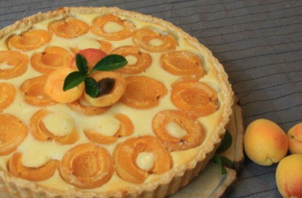 Творожный пирог с абрикосами фото: кадр из видео