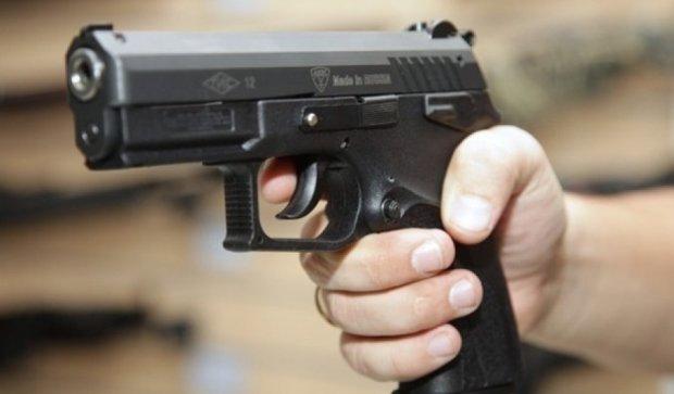 """У Порошенко рассматривают петицию о """"свободном владении оружием"""""""