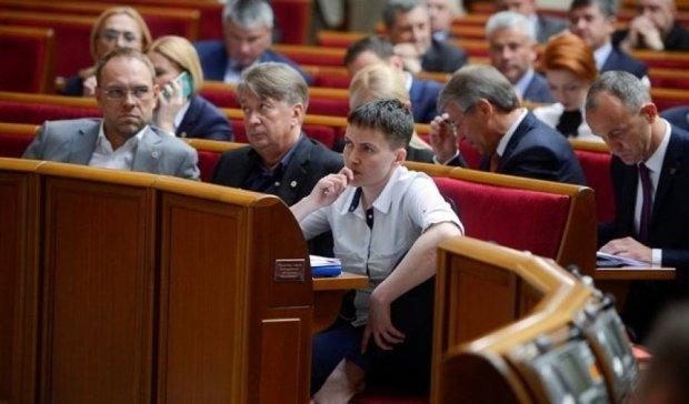 Головне за ніч: невдалий імідж Савченко та підтримка тероризму російським банком