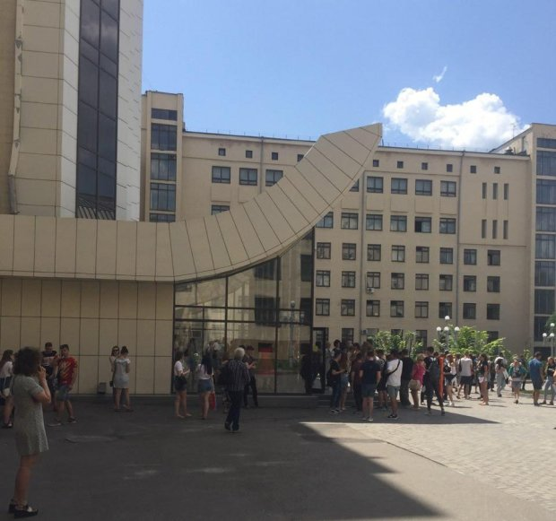 У Харкові масово мінують університети: що відбувається