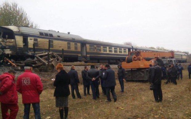 Не объехал: локомотив поезда протаранил грузовик