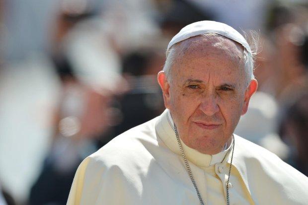 Папа Франциск впав на коліна і цілував ноги, щоб зупинити війну: люди не стримують сліз