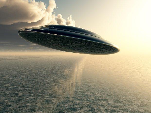 НЛО заглянул в иллюминаторы самолета: такого испуга пассажиры не испытывали за всю жизнь