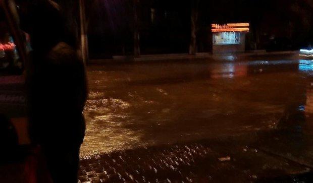 Через сильну зливу в Маріуполі не працює міський транспорт (фото)