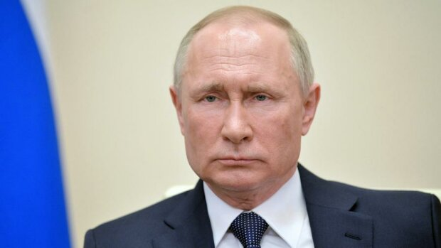 """Путин с """"поваром"""" украли чужую квартиру - красный галстук и Сталин в рамке"""