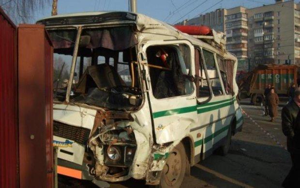 Депутат протаранил переполненный автобус. Как думаете, кого сделали крайним?