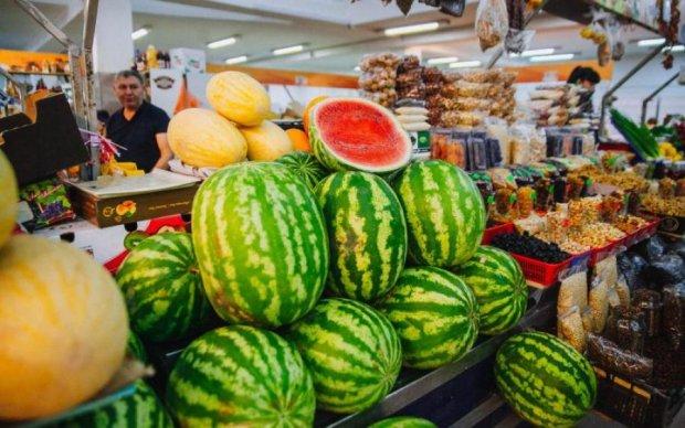 Коричневые липкие выделения: украинцам показали, чем их травят под видом сезонных деликатесов
