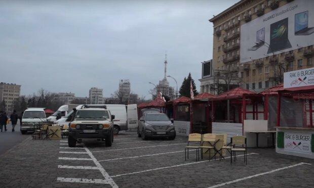 """Харків'янам показали локдаун на площі Свободи у всій красі, фудкорт обурюється: """"Зате ковзанка працює!"""""""