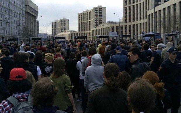 Блокировка Telegram вывела тысячи москвичей на протест: прямая трансляция